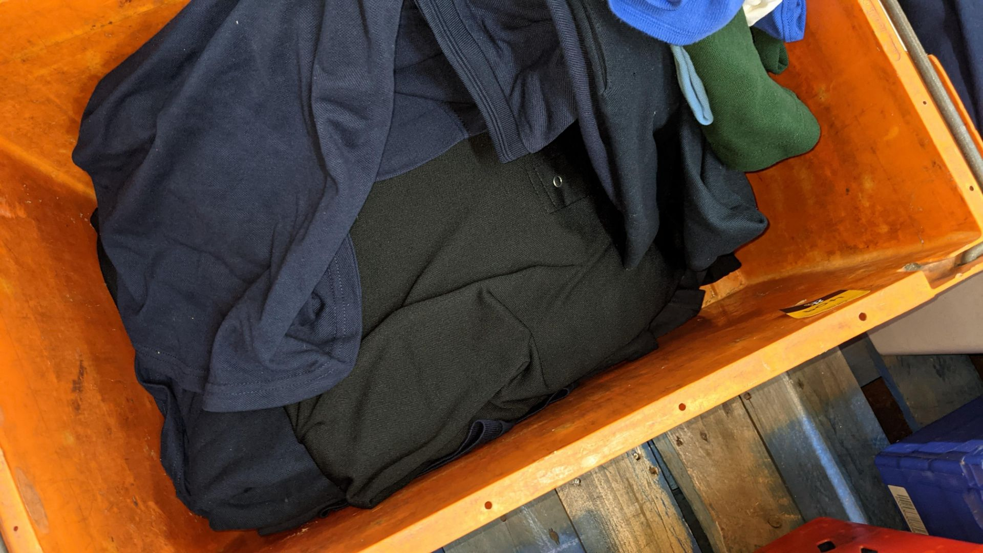 Quantity of assorted polo shirts & similar - the contents of 1 large crate - Image 4 of 5
