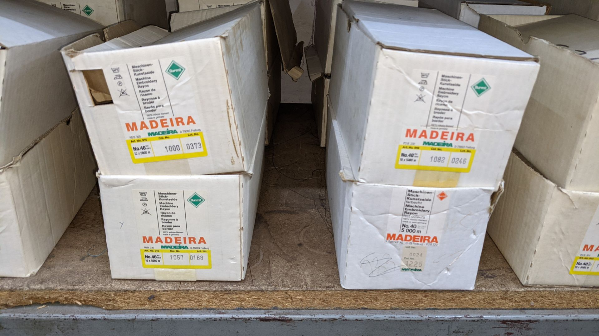 8 boxes of Madeira Burmit No. 40 rayon embroidery thread - Image 4 of 9