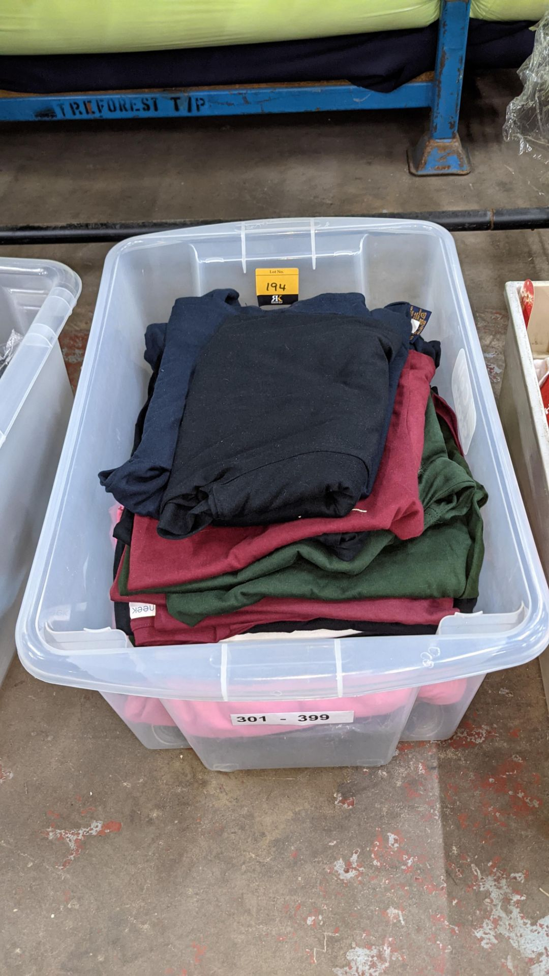 Approx 25 off Uneek assorted t-shirts