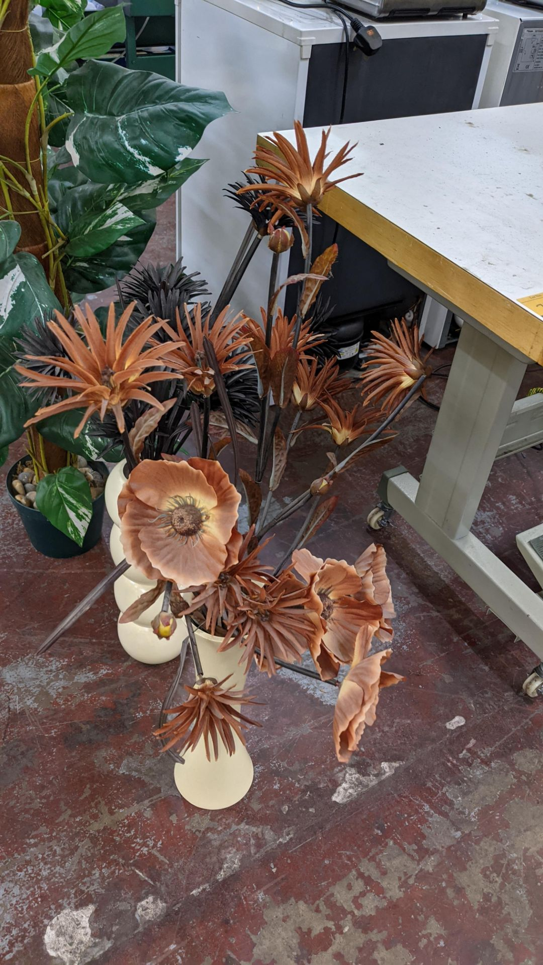 4 off artificial plant displays each including a pot - Image 3 of 8