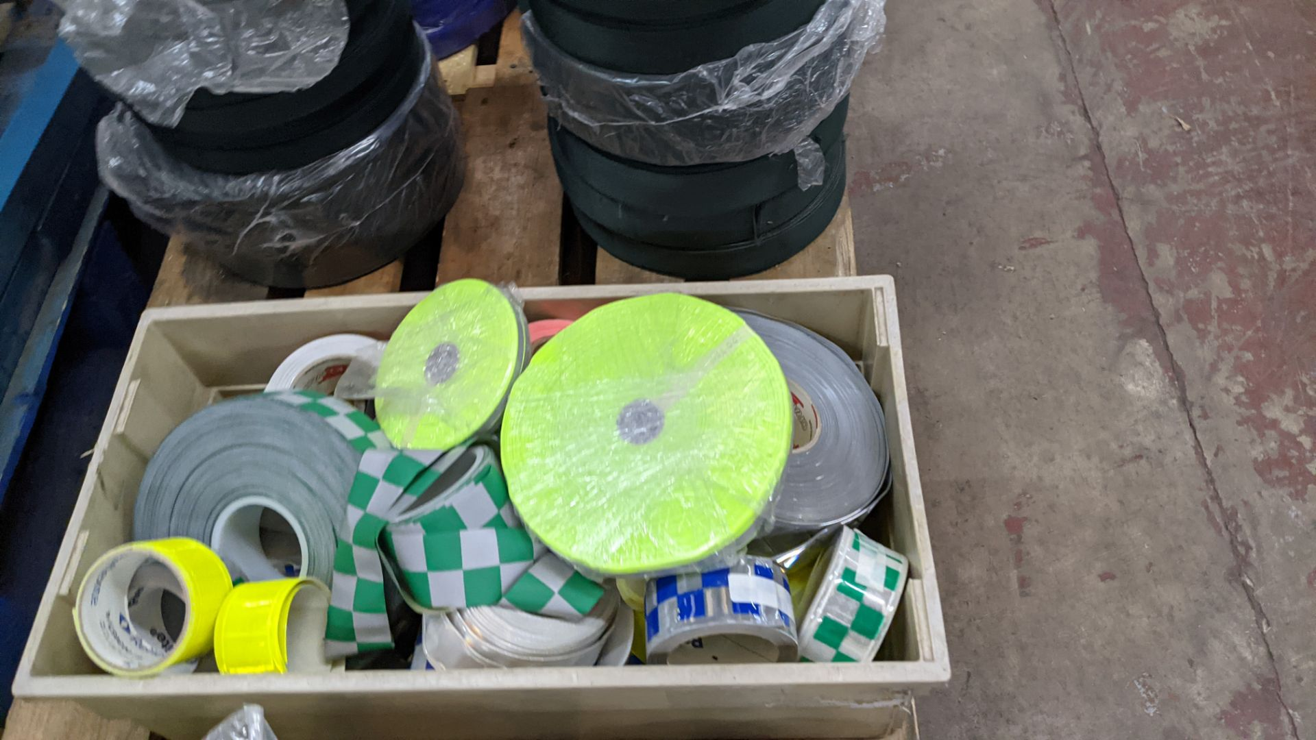 Quantity of hi-vis & reflective fabric & trim comprising 1 stack of fabric, 1 row of reels & the con - Image 8 of 9