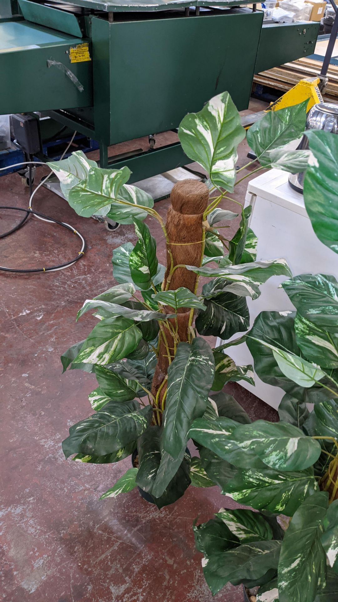 4 off artificial plant displays each including a pot - Image 6 of 8