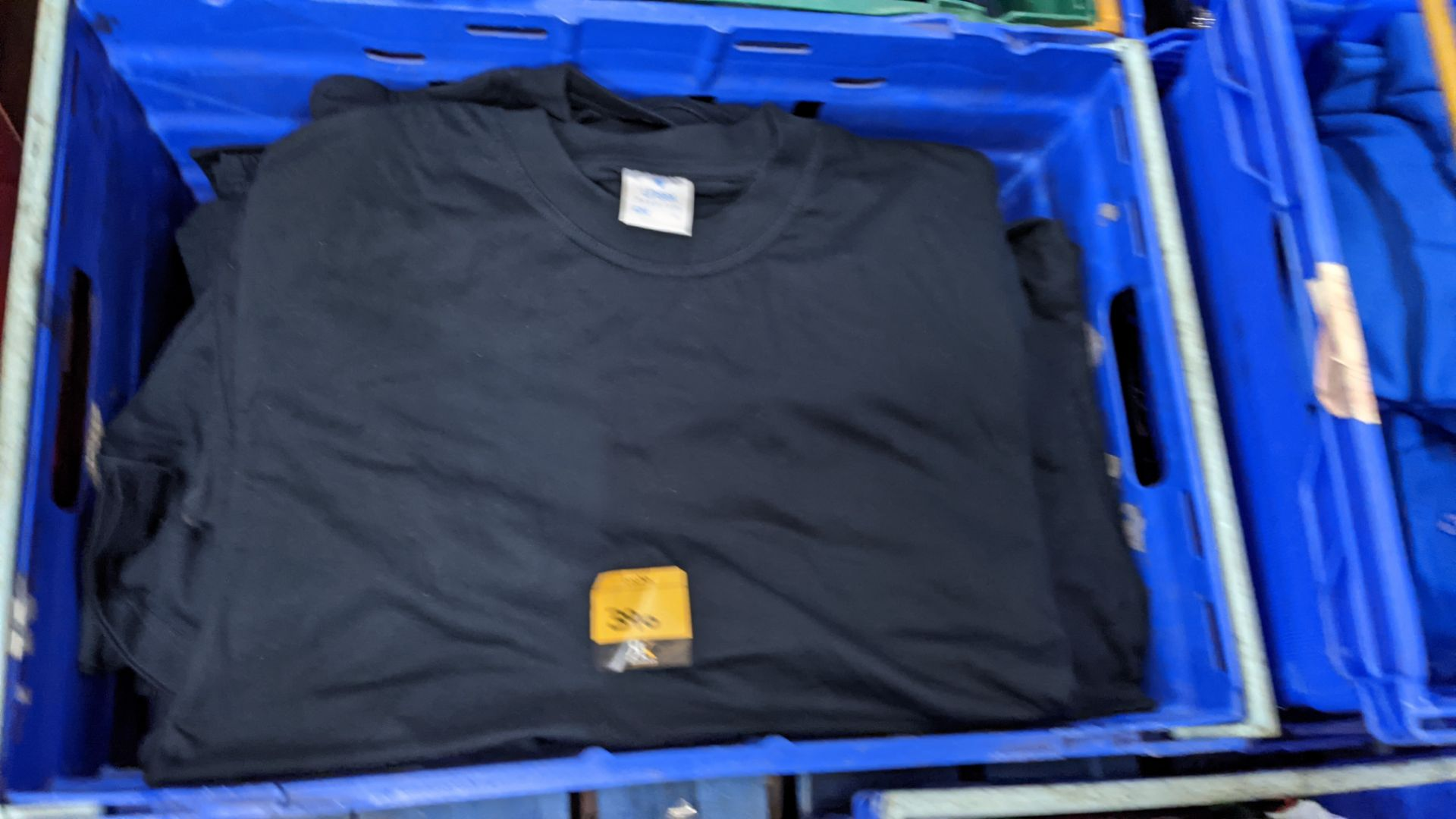 Approx 30 off black t-shirts by Uneek - Image 3 of 4