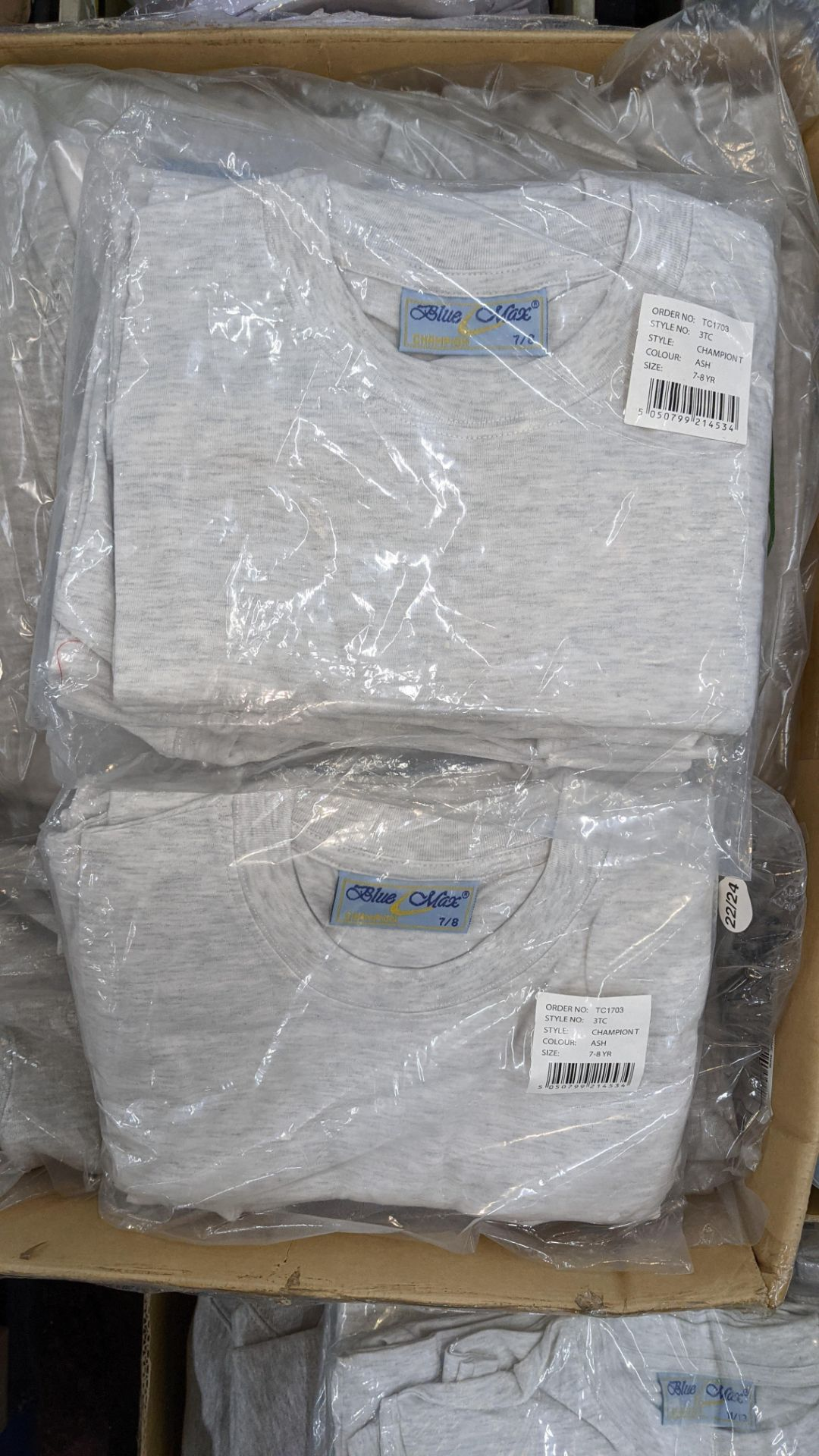 Mixed quantity of children's jumpers & t-shirts - 1 box - Image 4 of 4