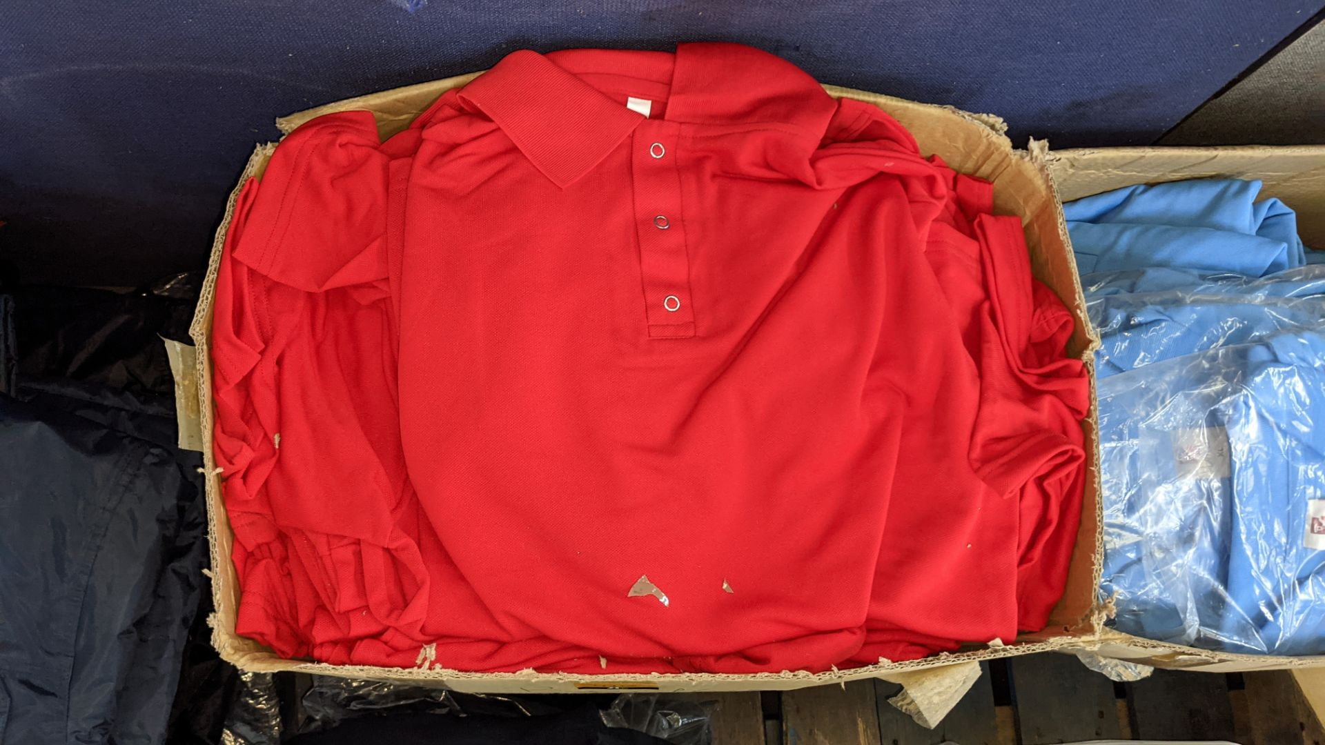 Quantity of red polo shirts - Image 3 of 4