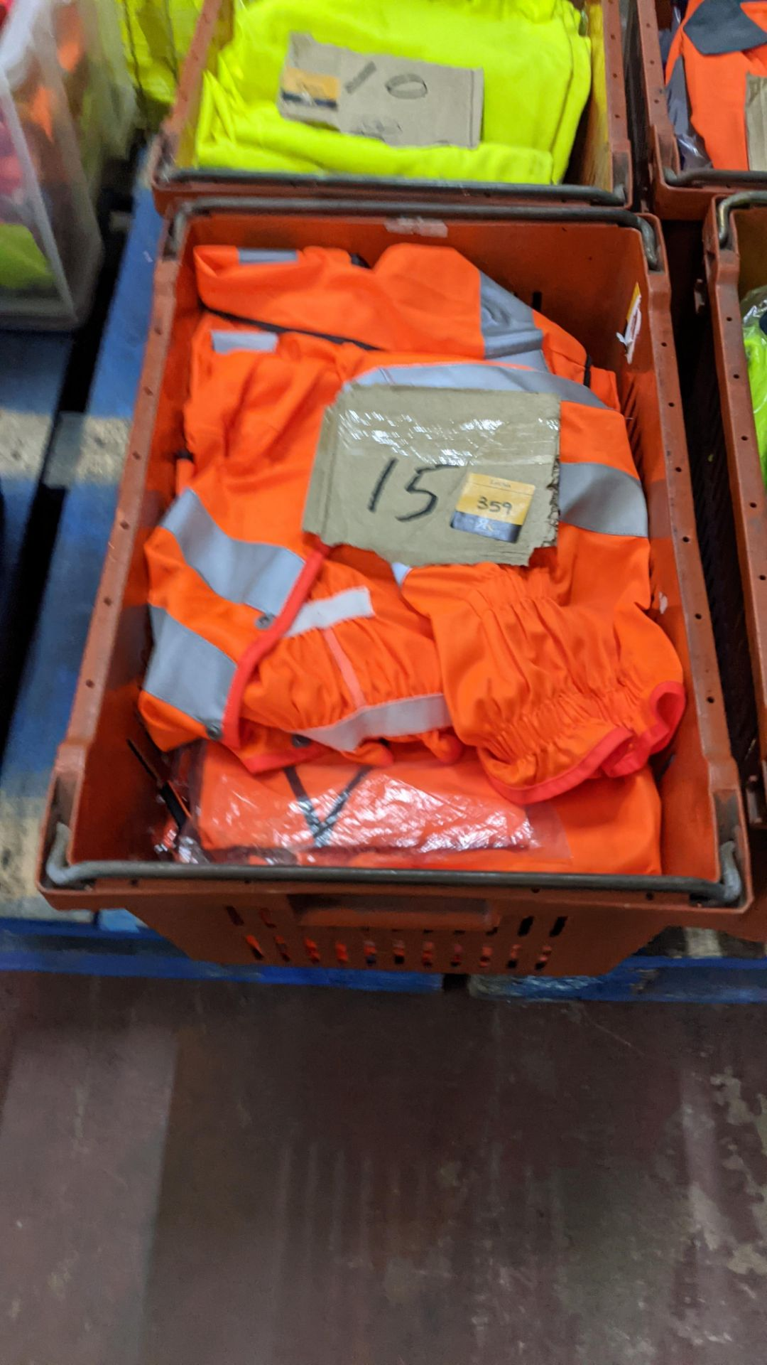 15 off assorted hi-vis garments - Image 4 of 4