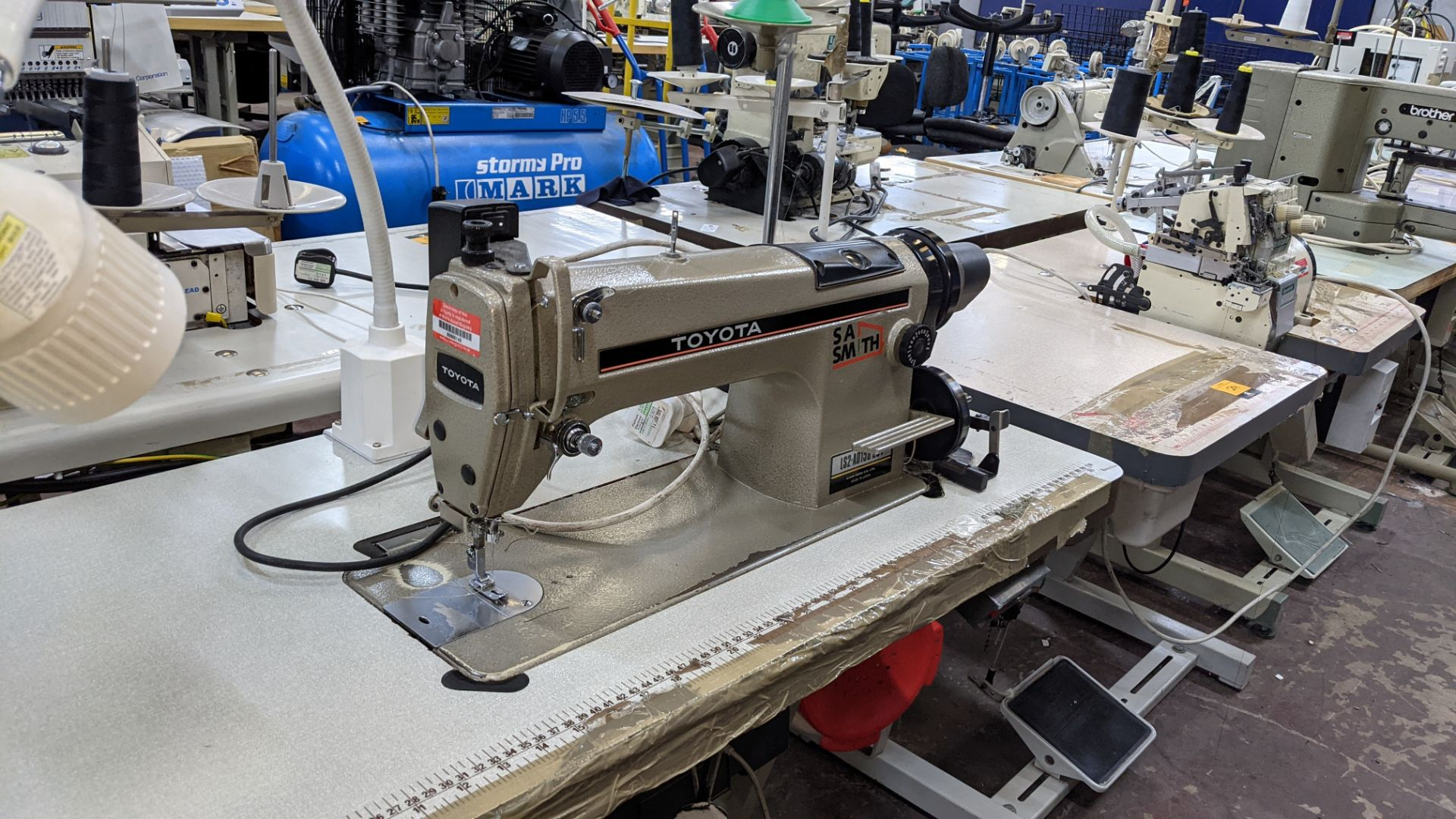 Toyota sewing machine - Image 9 of 17