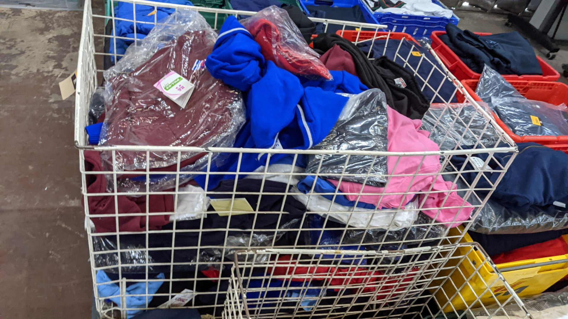 The contents of a large cage of assorted children's garments - Image 9 of 10