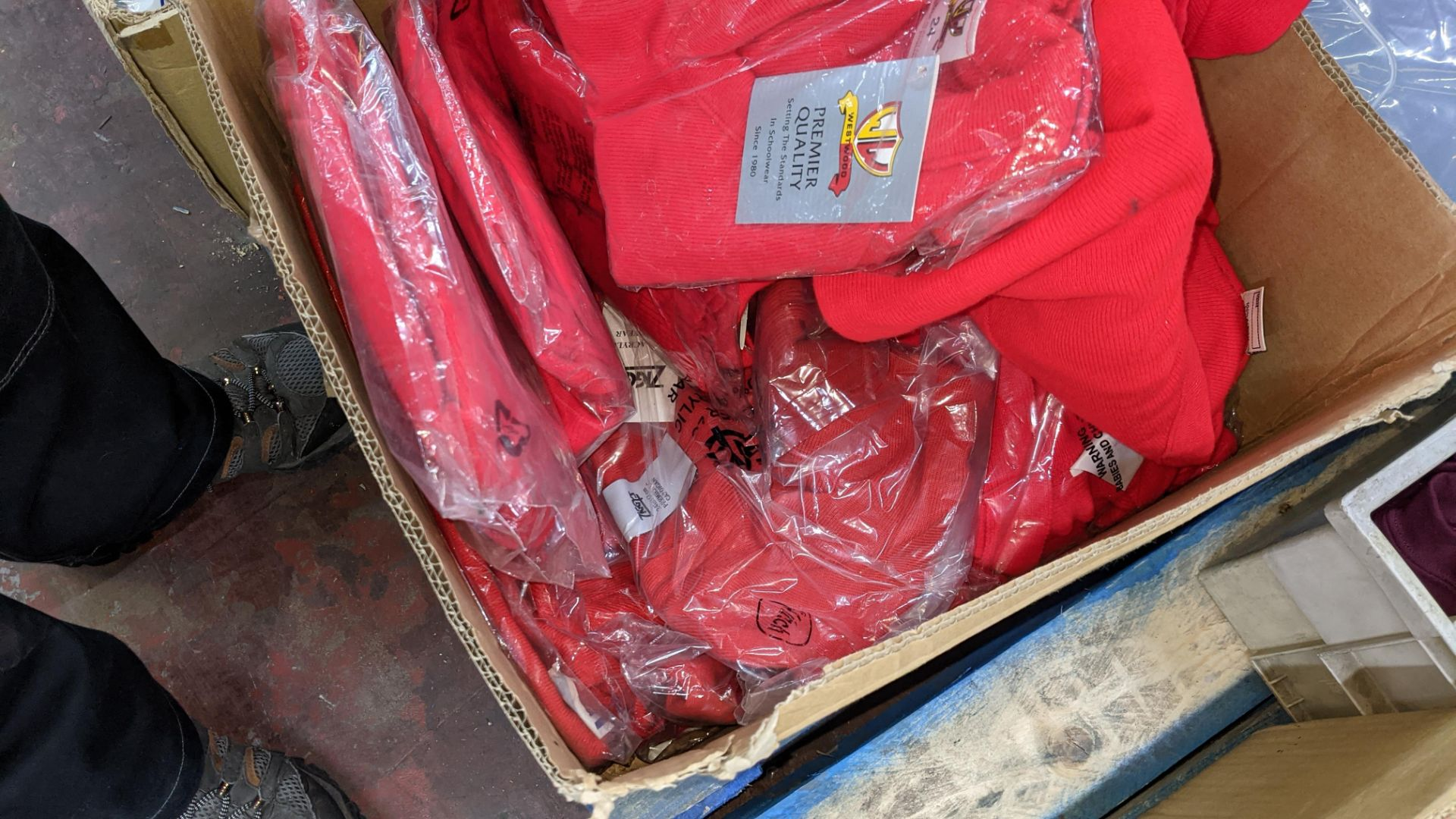 Approx 17 off children's red knitted tops - the contents of 1 box - Image 4 of 4
