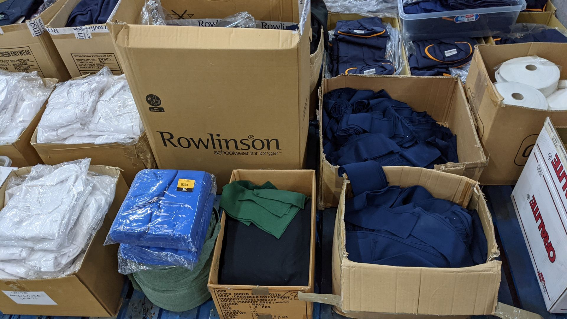 Quantity of assorted pieces of fabric in blue, green & black - this lot consists of 4 assorted size - Image 2 of 7