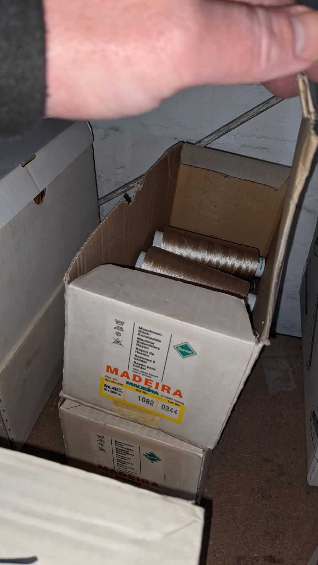 8 boxes of Madeira Burmit No. 40 rayon embroidery thread - Image 8 of 8