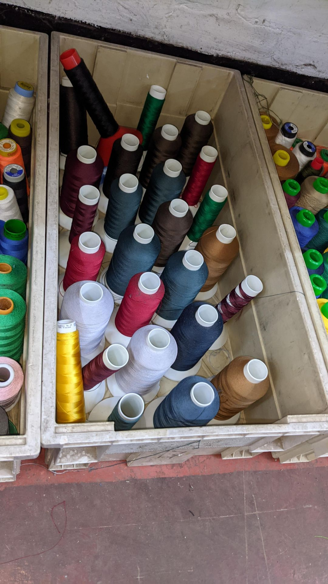 The contents of 3 large crates of assorted thread - Image 5 of 6