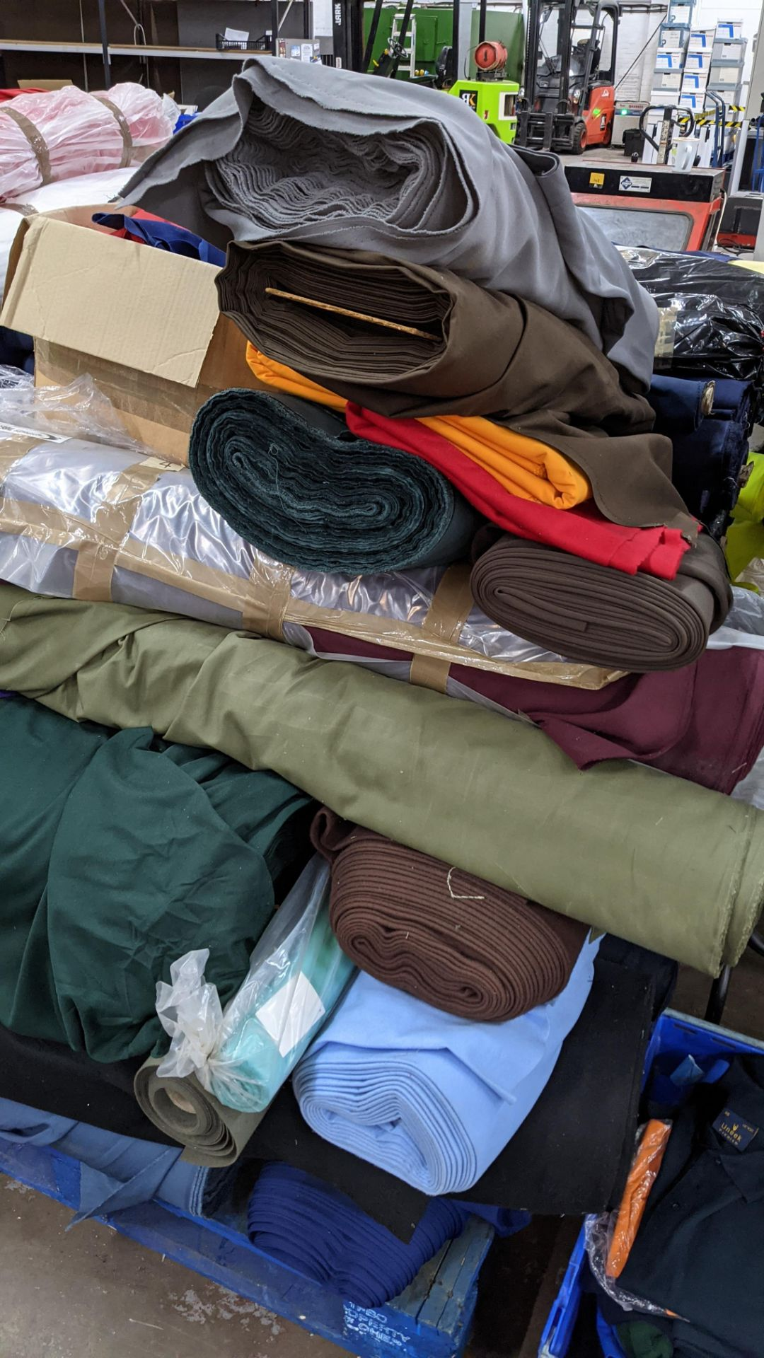 The contents of a pallet of assorted fabric - Image 7 of 8