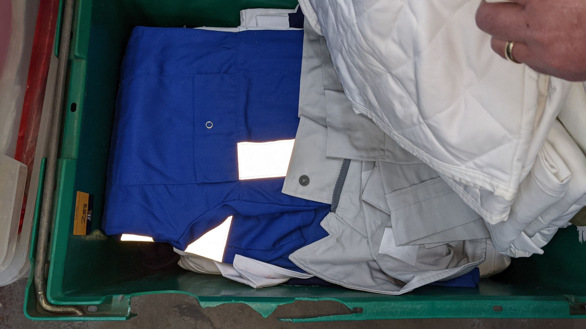 The contents of 1 crate & 1 large cage of assorted workwear jackets & similar. NB crate/cage exclu - Image 6 of 11