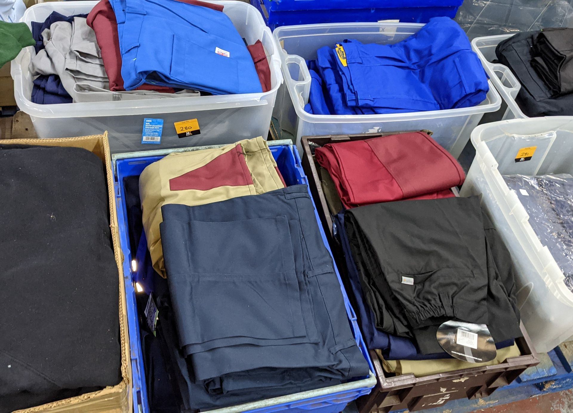 The contents of 4 crates of assorted work trousers. NB crates excluded - Image 2 of 8