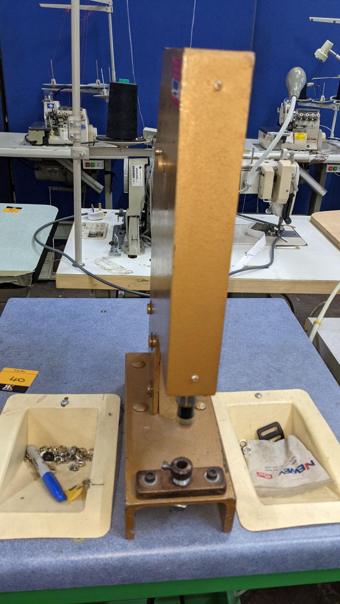 Foot operated riveting machine/press stud machine - Image 5 of 8