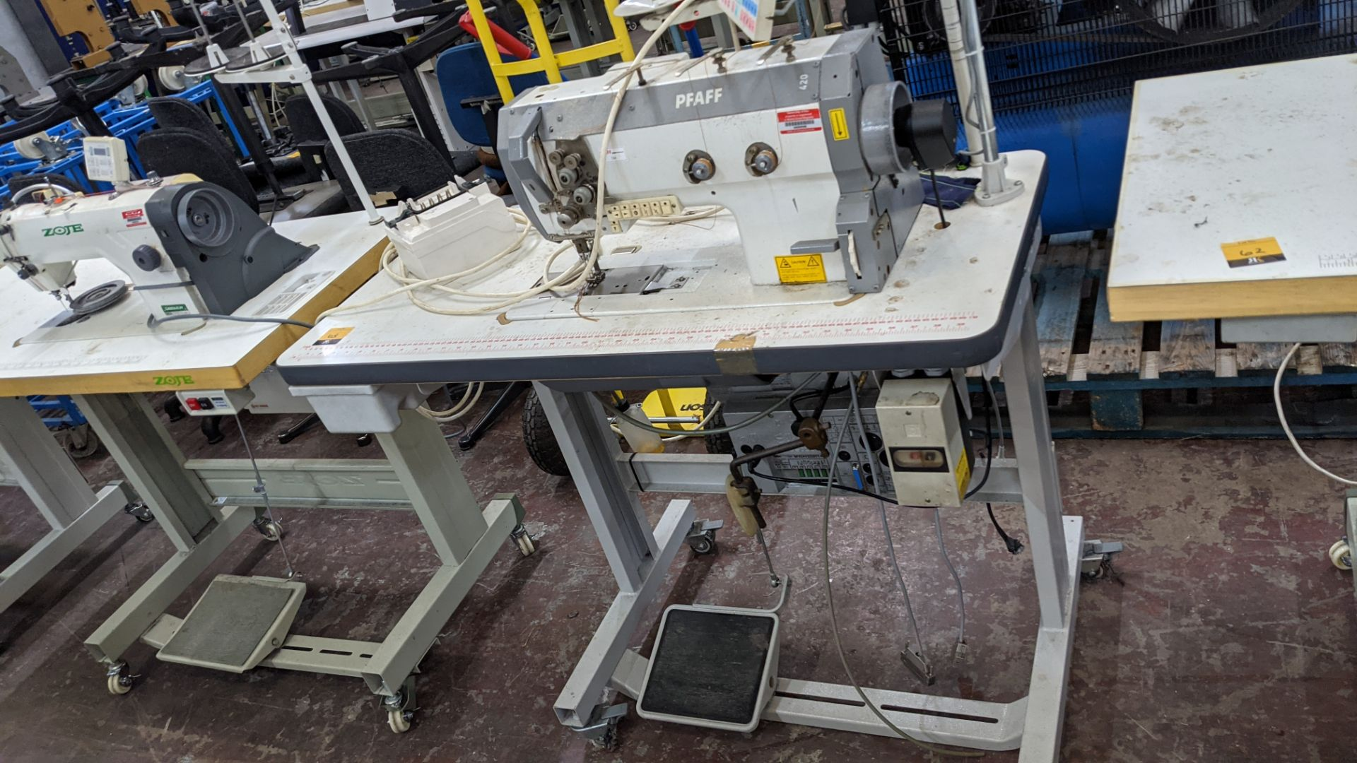 Pfaff twin needle sewing machine, model 422 - Image 2 of 17