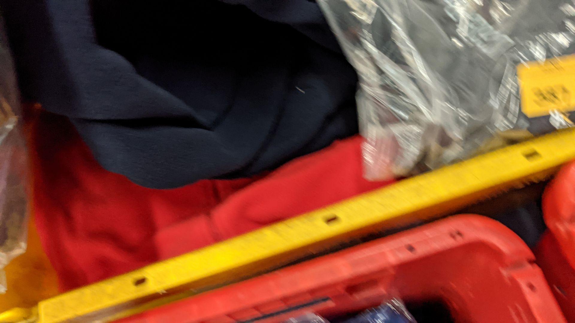 Approx 8 off assorted fleece zip up tops - Image 6 of 6