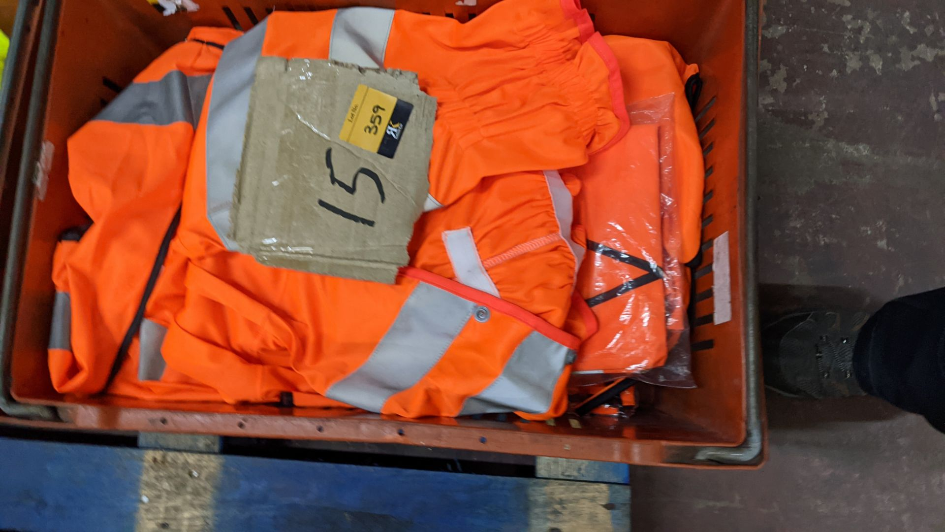 15 off assorted hi-vis garments - Image 2 of 4