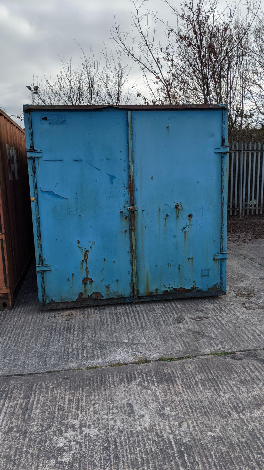 Blue metal container with jack legs & doors at one end. Max external dimensions (excluding legs) ap - Image 6 of 21
