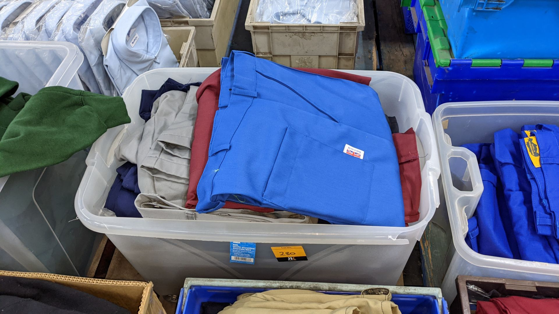 The contents of 4 crates of assorted work trousers. NB crates excluded - Image 5 of 8