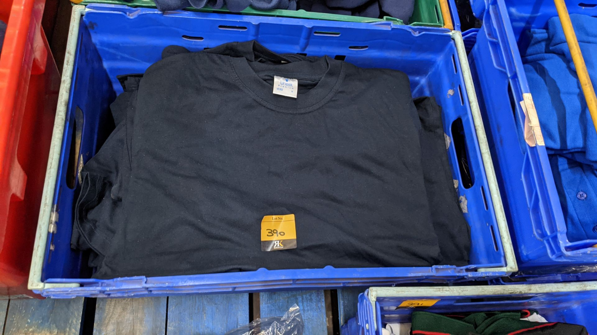 Approx 30 off black t-shirts by Uneek - Image 2 of 4