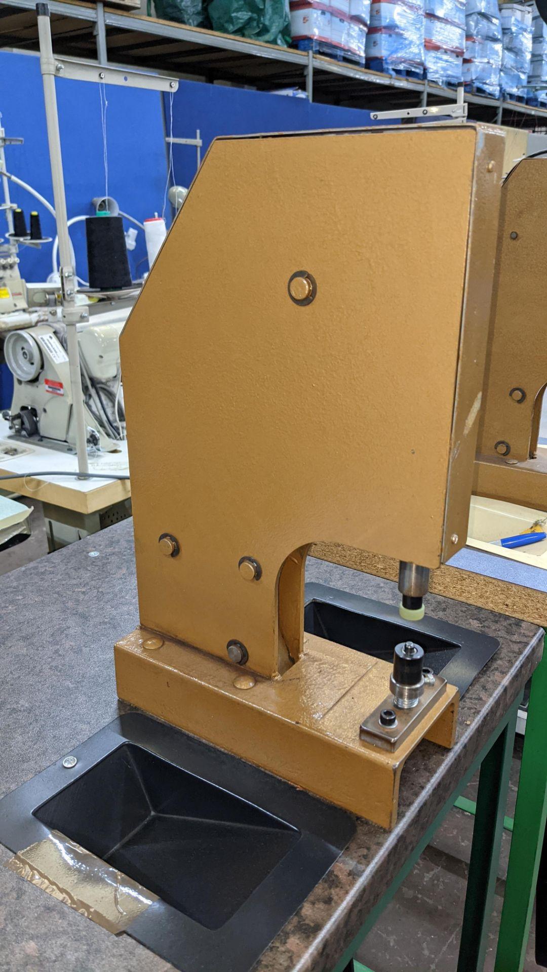 Foot operated riveting machine/press stud machine - Image 7 of 9