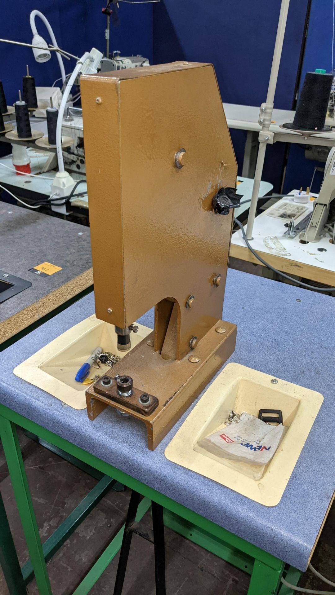Foot operated riveting machine/press stud machine - Image 3 of 8