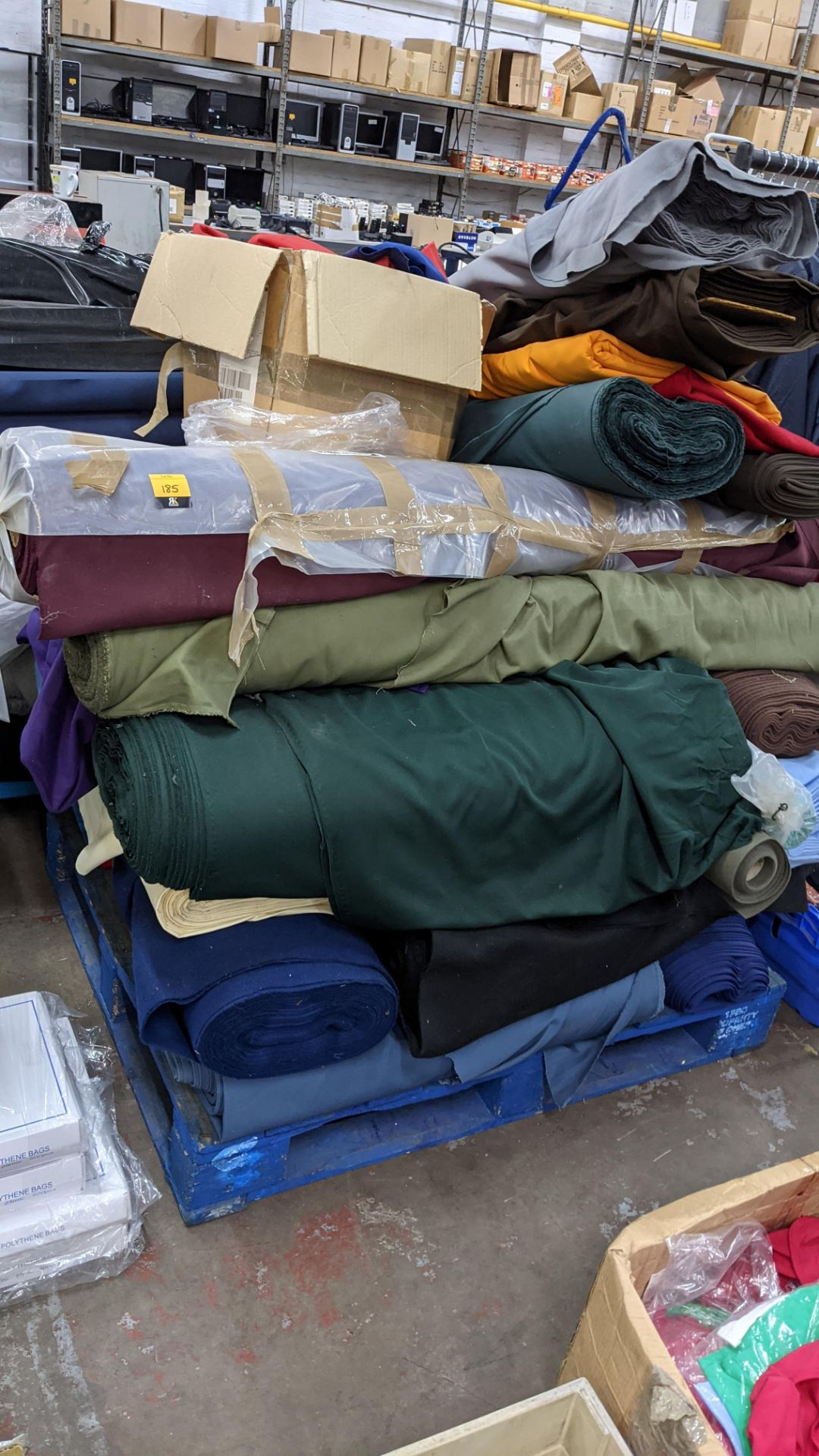 The contents of a pallet of assorted fabric - Image 3 of 8