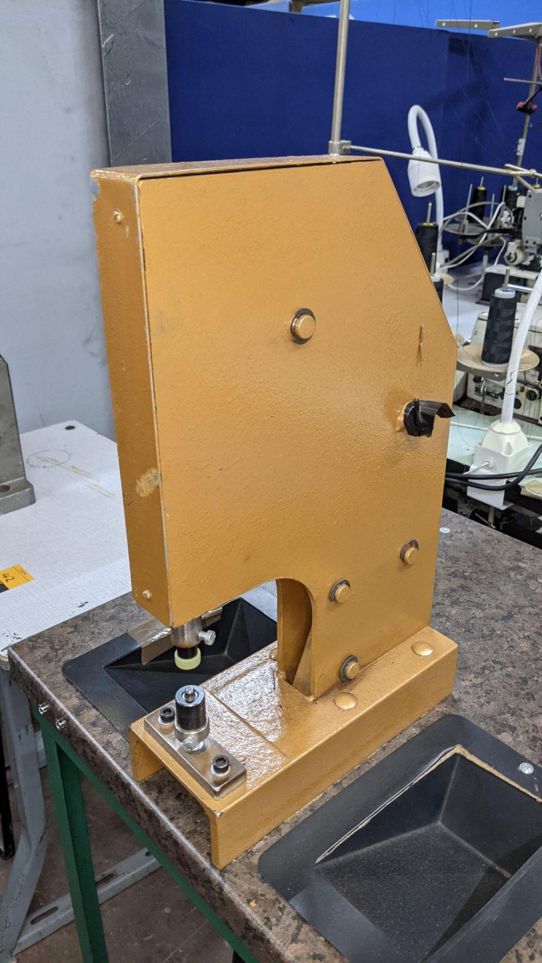 Foot operated riveting machine/press stud machine - Image 3 of 9