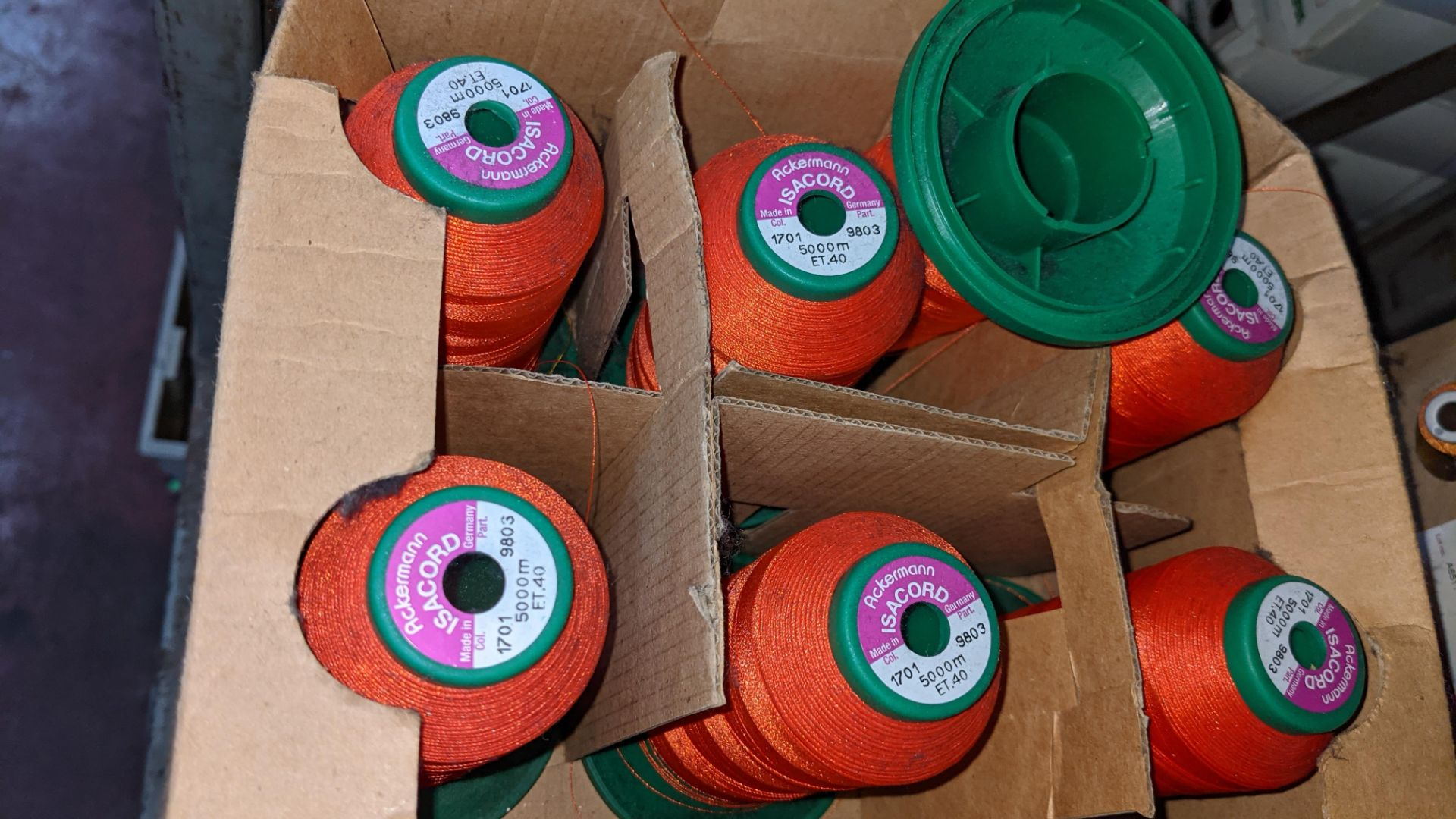 6 boxes of Ackermann & Amann Group Isacord polyester No. 40 embroidery thread - Image 5 of 5