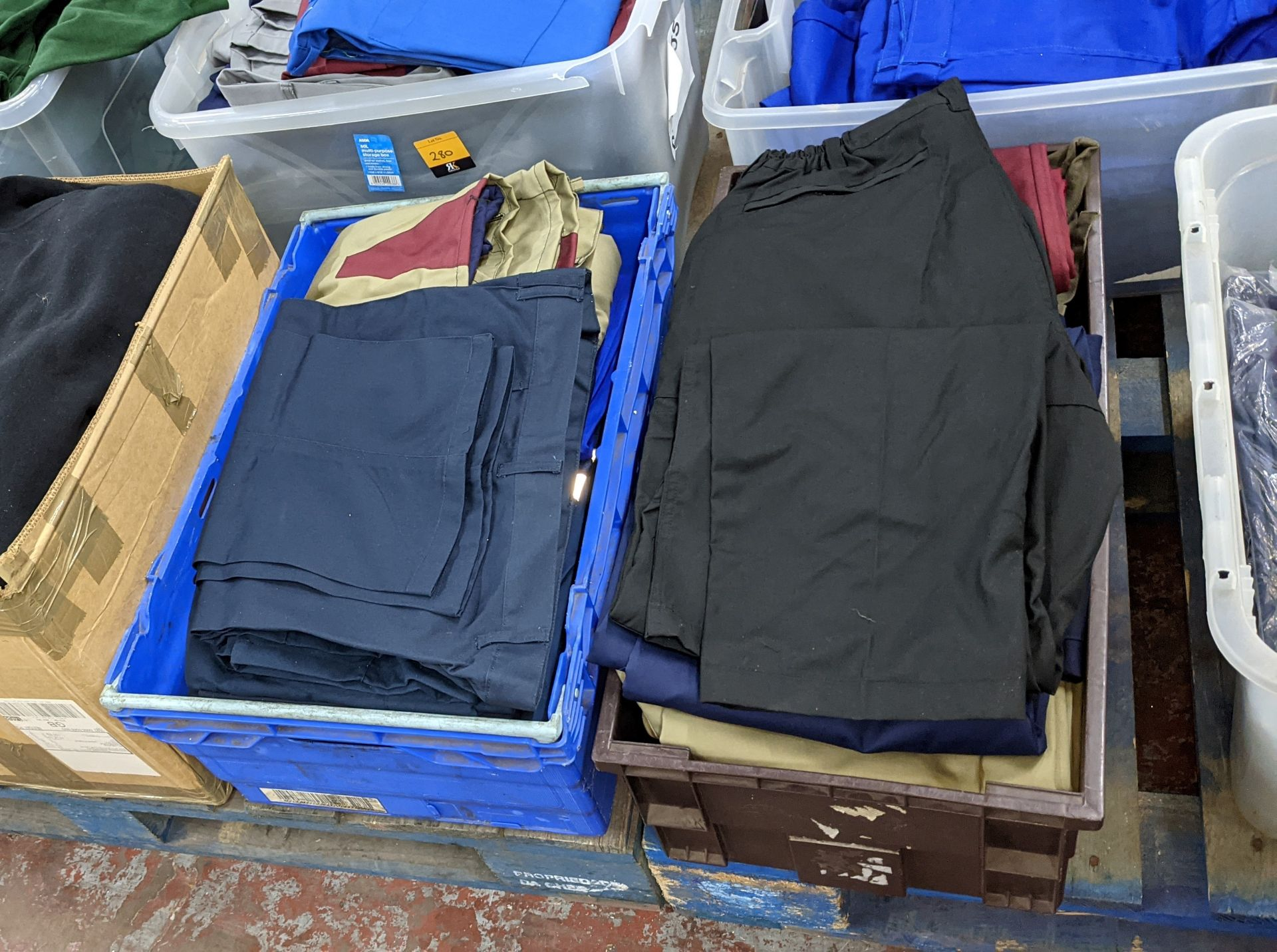 The contents of 4 crates of assorted work trousers. NB crates excluded - Image 7 of 8