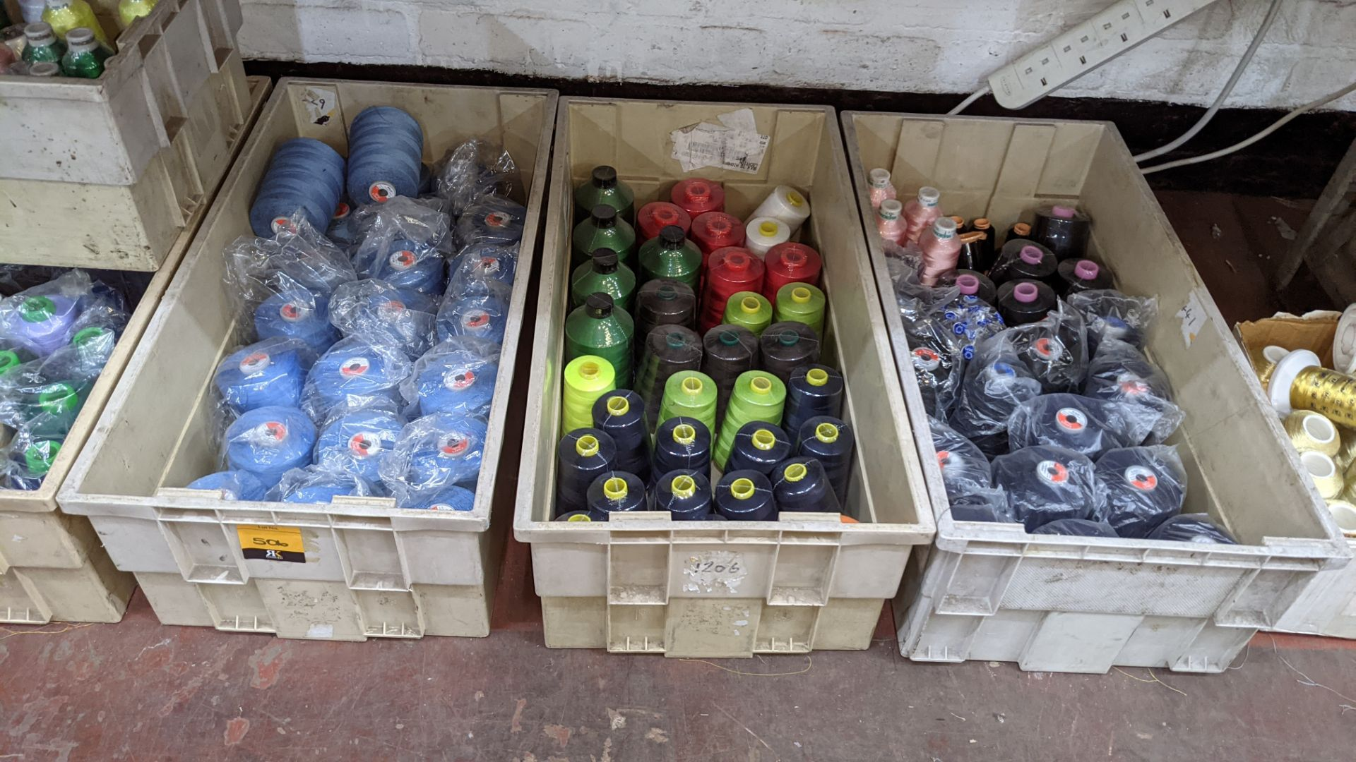 The contents of 3 large crates of thread - Image 2 of 5