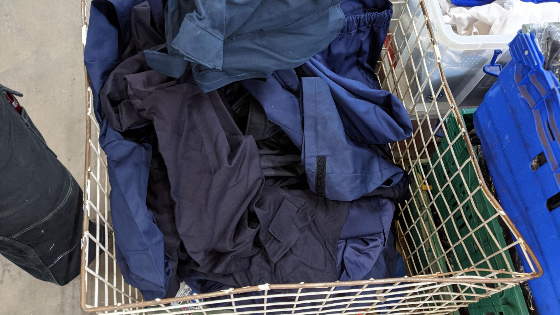 The contents of 1 crate & 1 large cage of assorted workwear jackets & similar. NB crate/cage exclu - Image 10 of 11