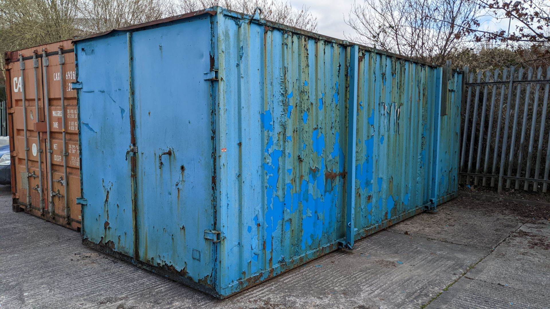 Blue metal container with jack legs & doors at one end. Max external dimensions (excluding legs) ap - Image 4 of 21