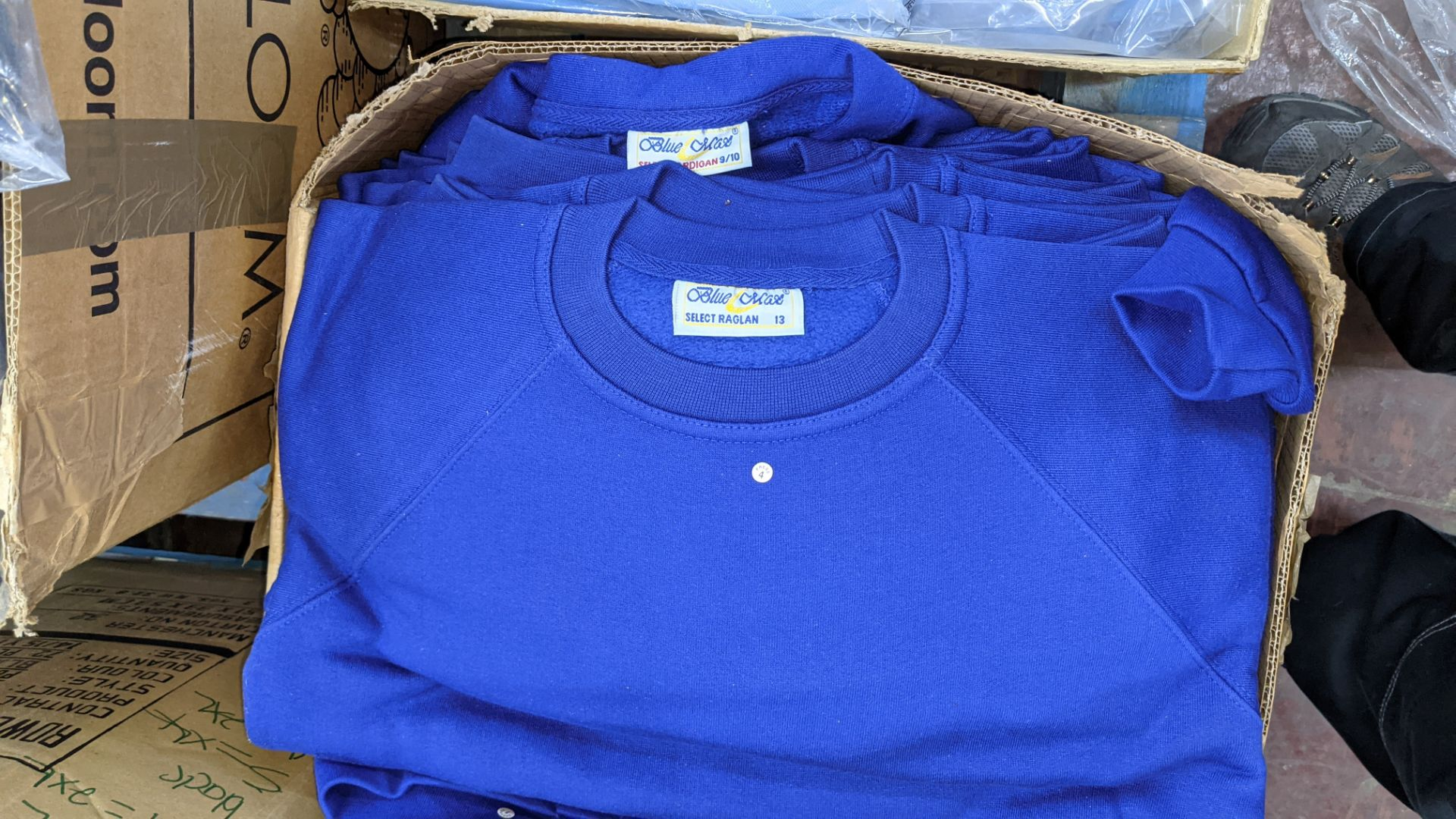 Approx 24 off mixed children's t-shirts, jumpers & cardigans - Image 4 of 5