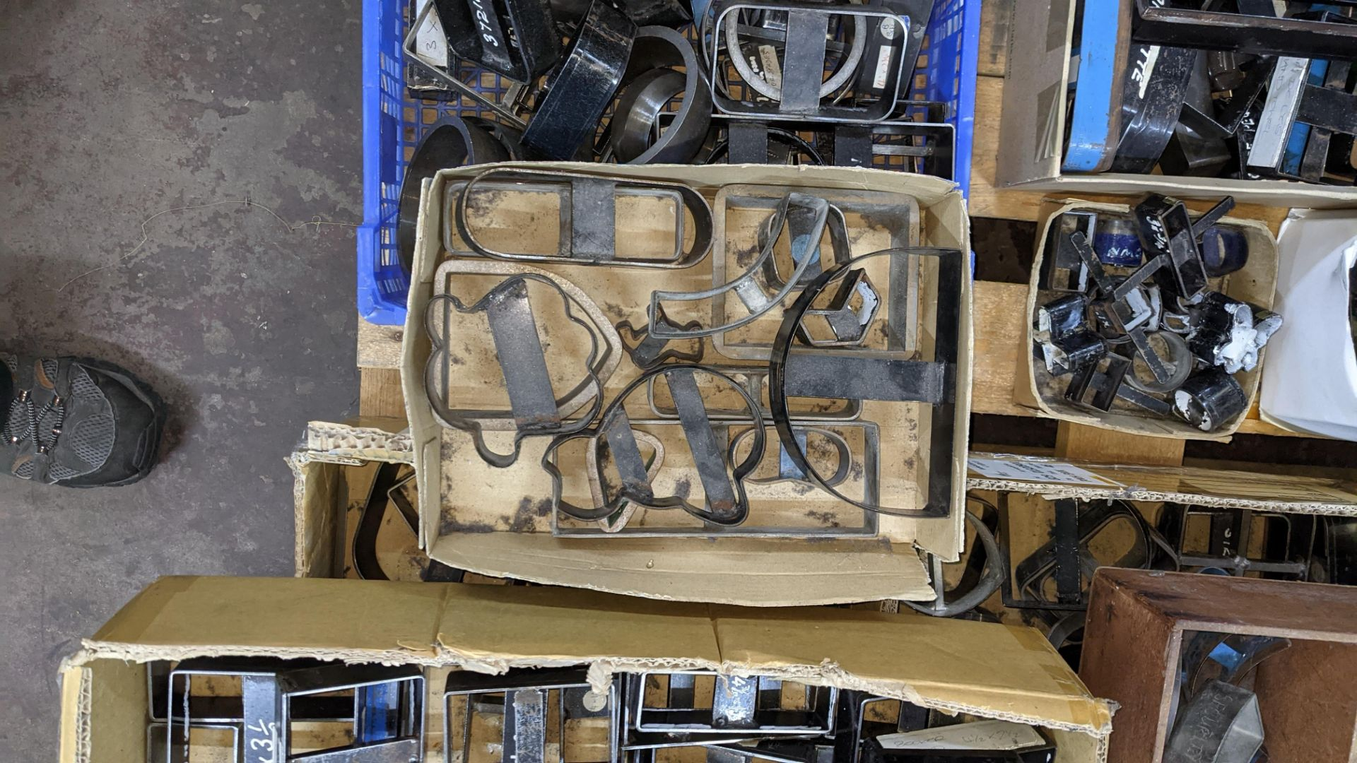 Large quantity of cutting dies - this lot consists of the total contents of a pallet - Image 5 of 10