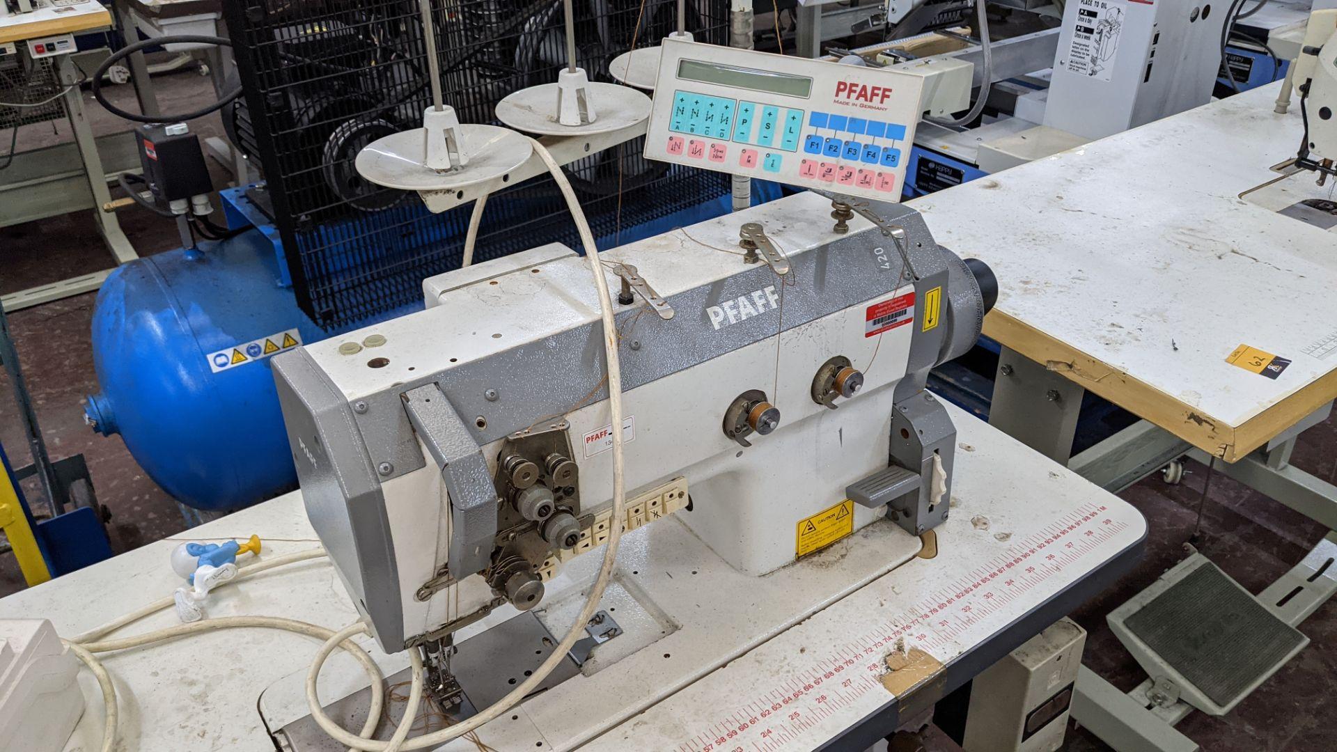 Pfaff twin needle sewing machine, model 422 - Image 7 of 17