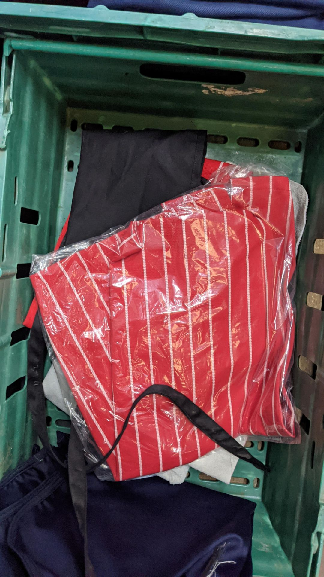 The contents of a crate of assorted aprons & other coveralls - Image 5 of 5