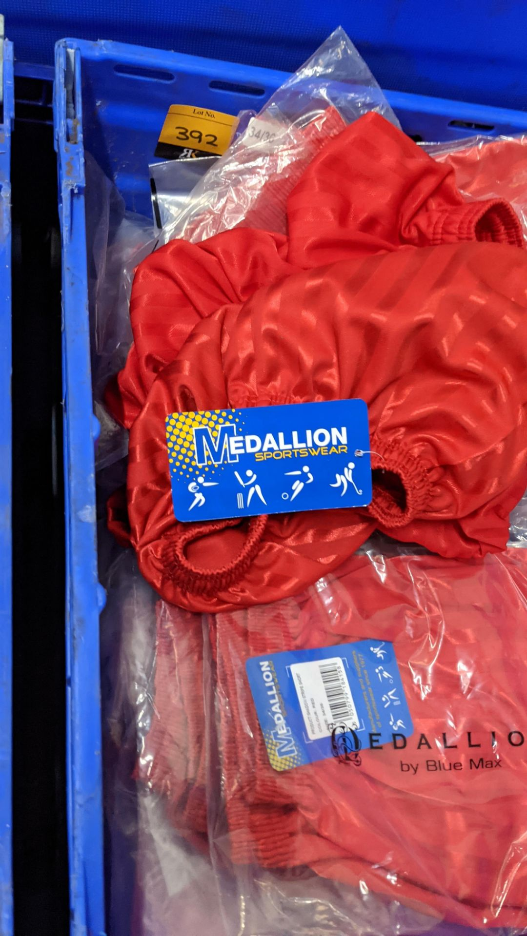Approx 20 off red children's sports shorts - Image 3 of 5