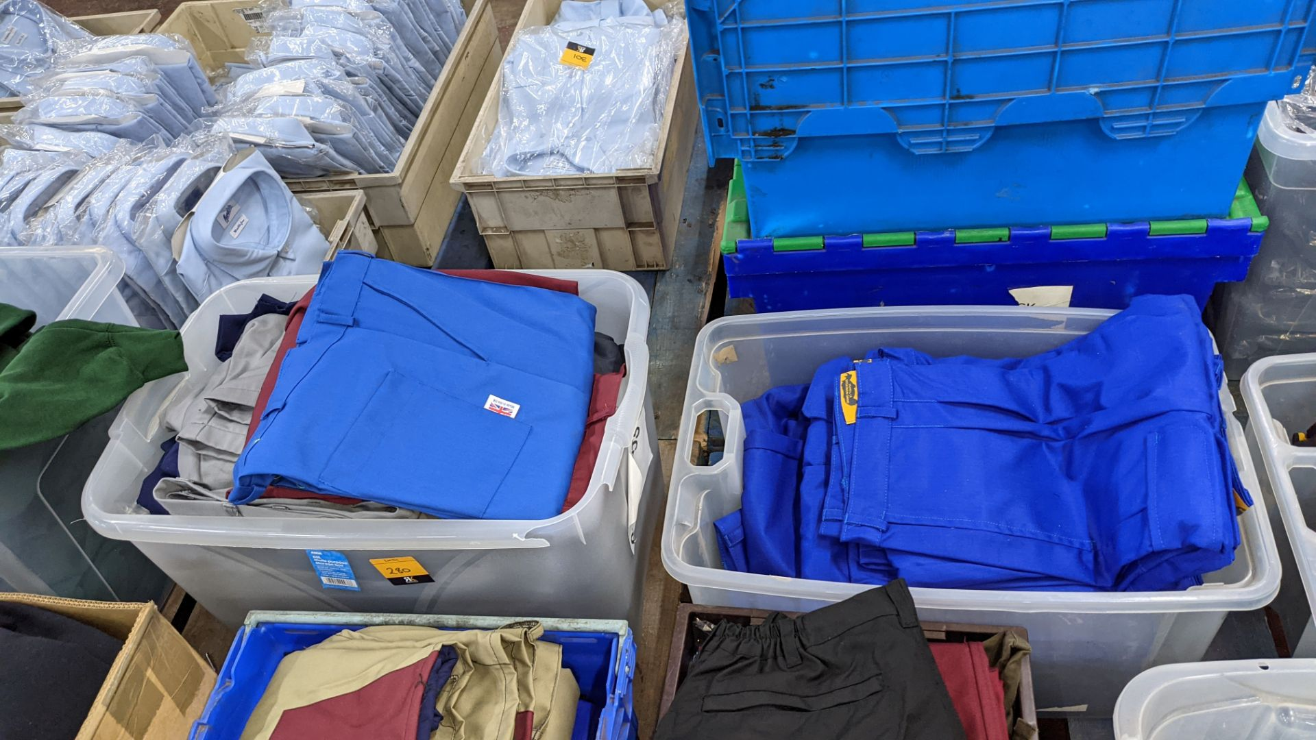 The contents of 4 crates of assorted work trousers. NB crates excluded - Image 8 of 8