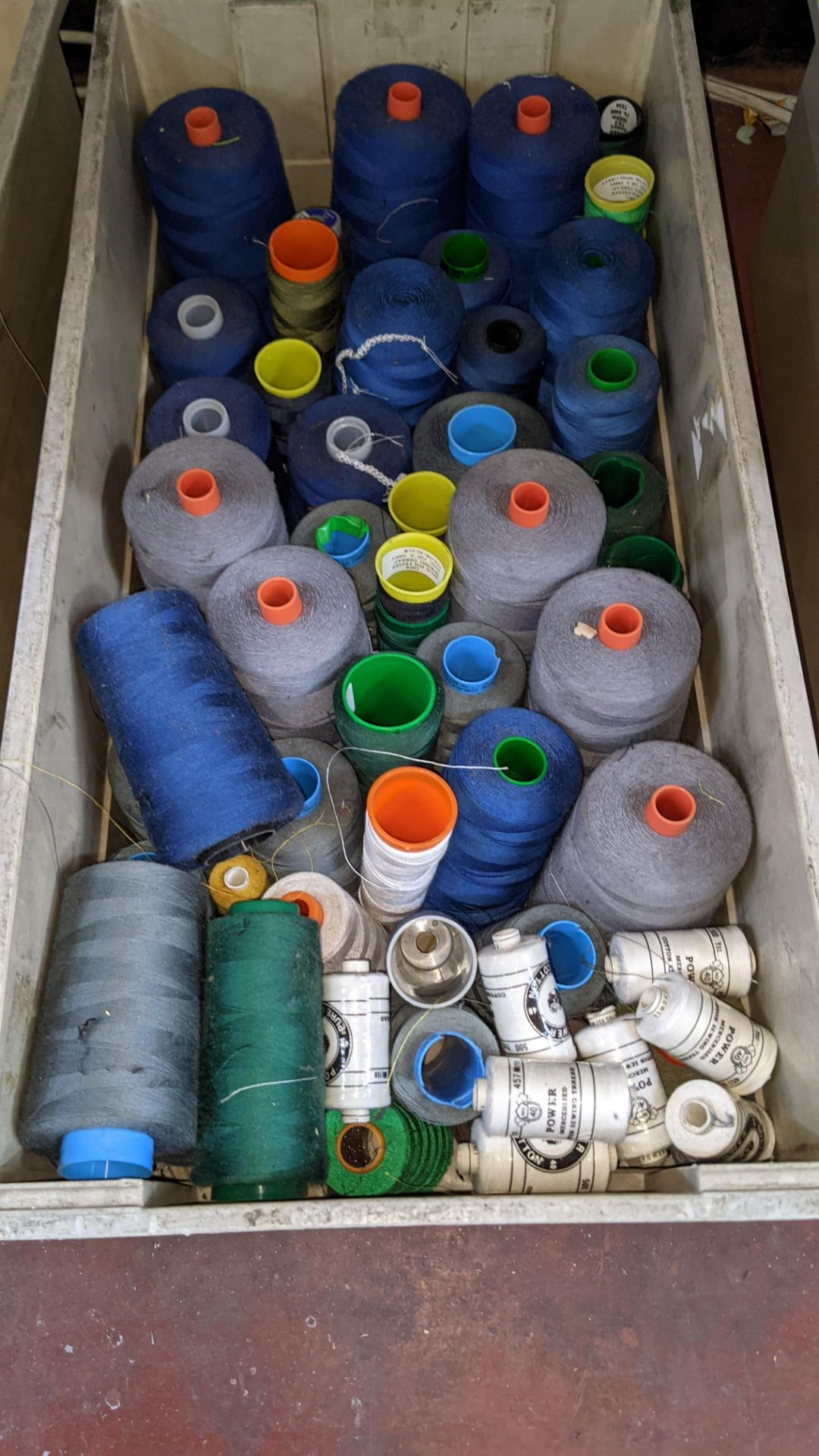 The contents of 4 large crates of assorted thread - Image 4 of 6