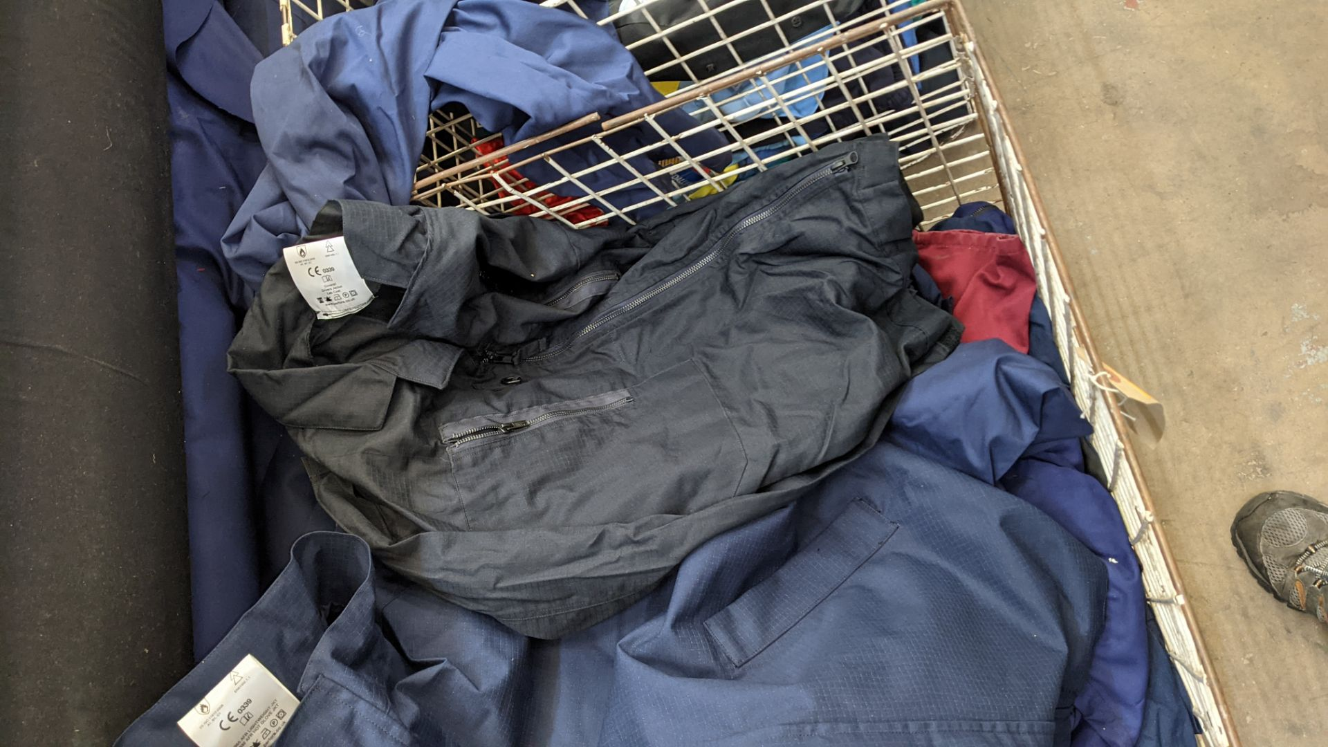 The contents of a cage of workwear & overalls - Image 5 of 6