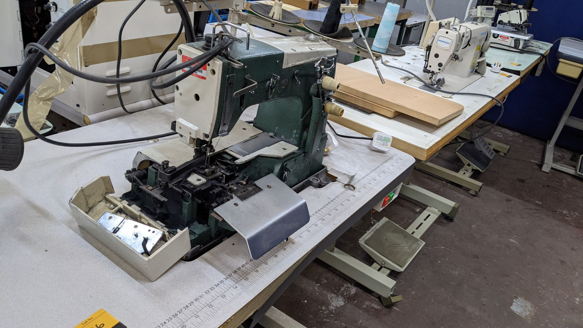 Sewing machine - Image 6 of 16