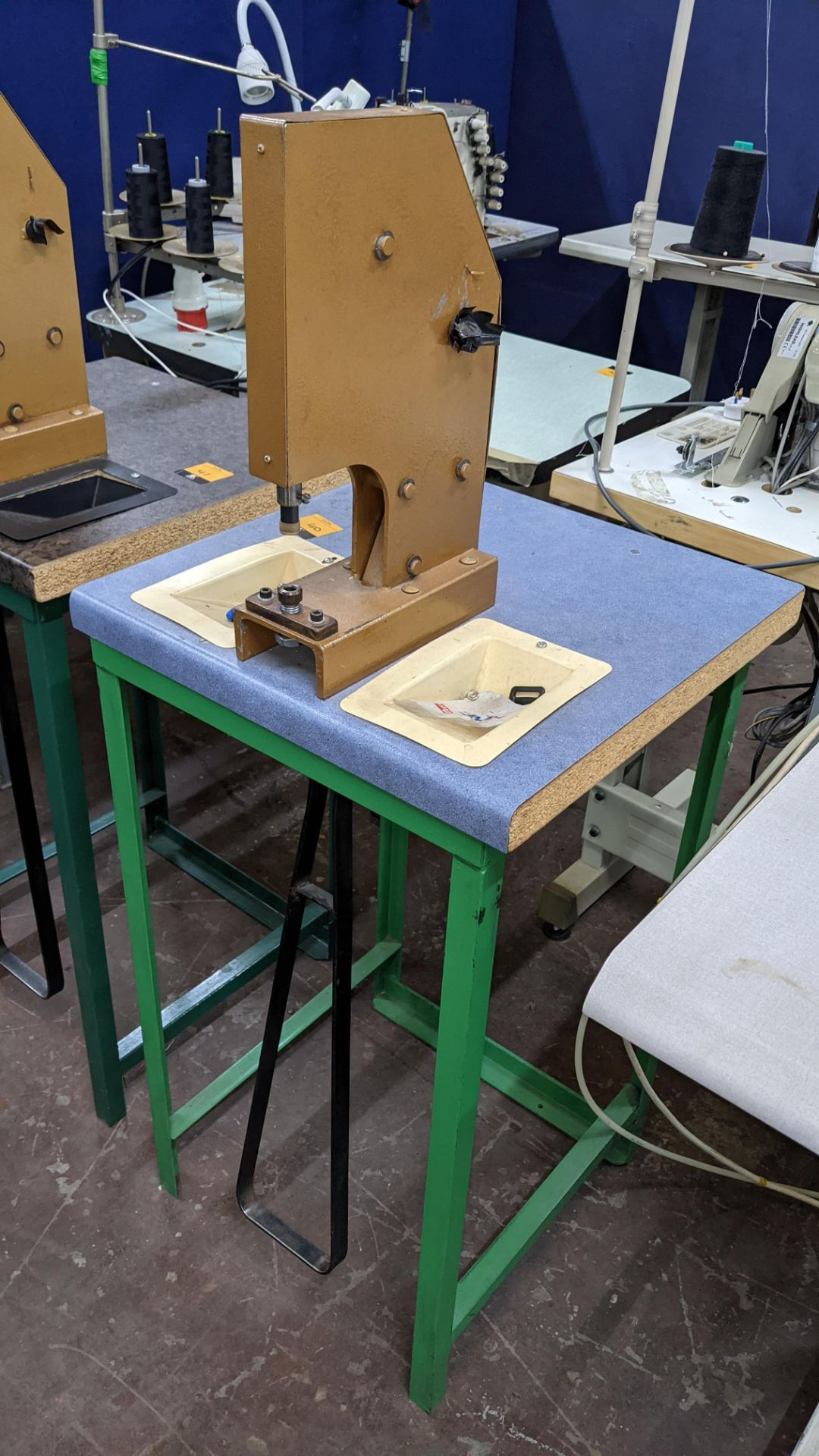 Foot operated riveting machine/press stud machine - Image 2 of 8