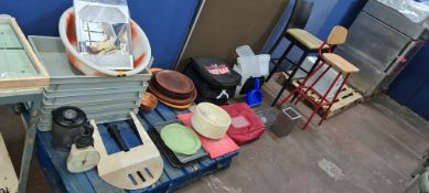 Miscellaneous lot comprising trays, baskets, insulated food bags & pair of assorted barstools