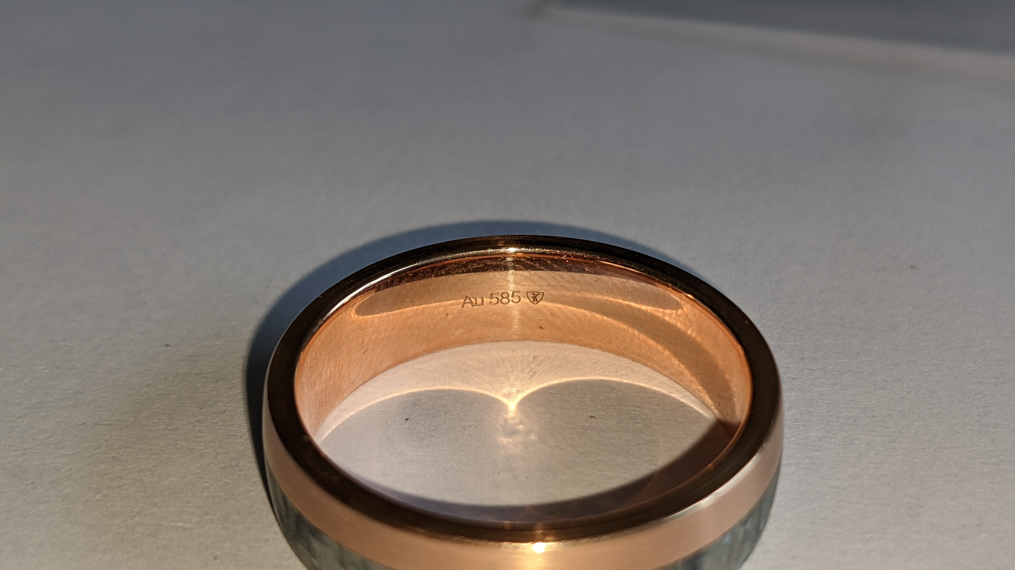 Carbon & 14ct rose gold ring RRP £705 - Image 8 of 13
