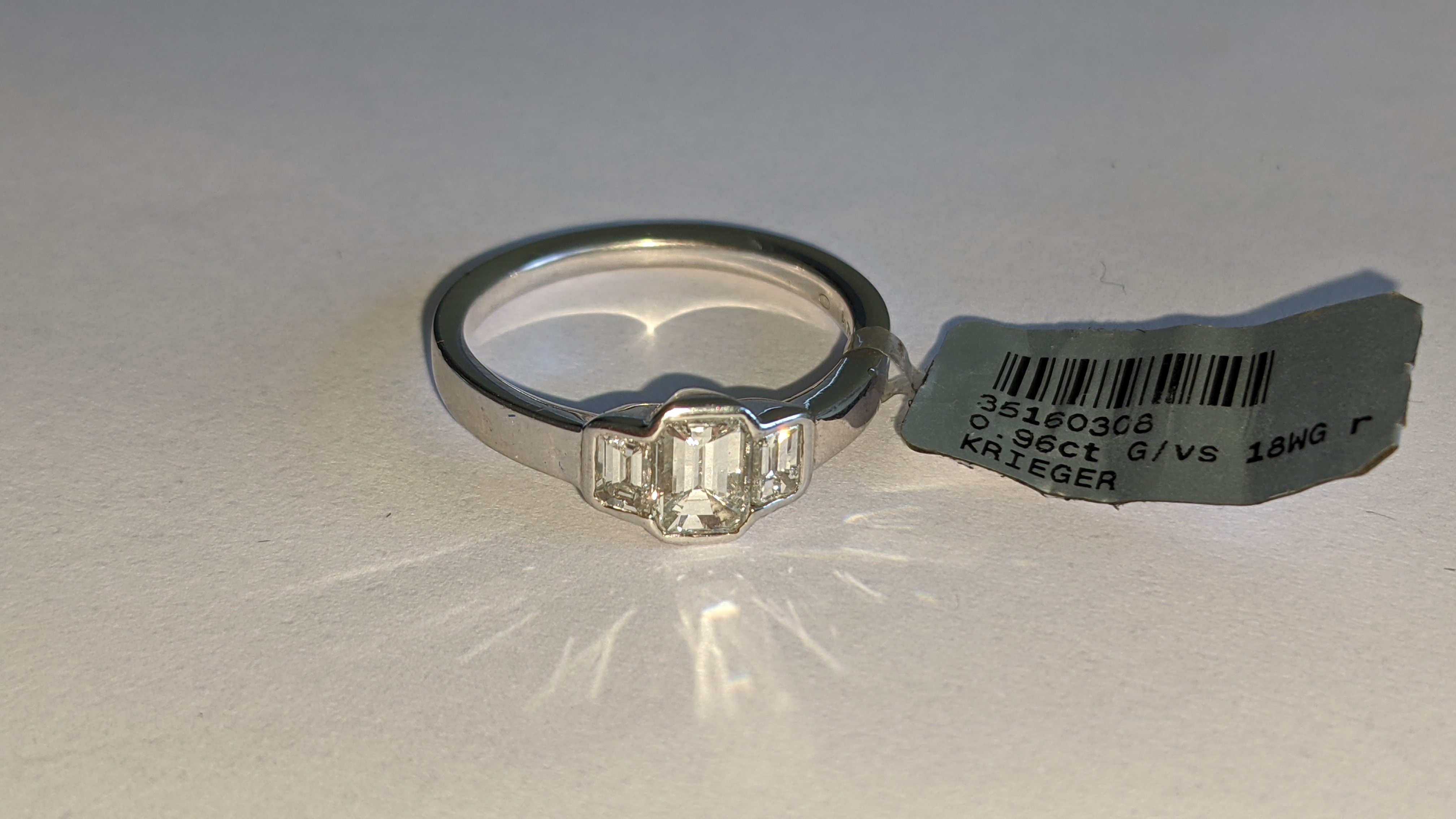 Diamond & 18ct white gold ring with centre stone flanked by 2 smaller stones all in baguette type cu - Image 12 of 21
