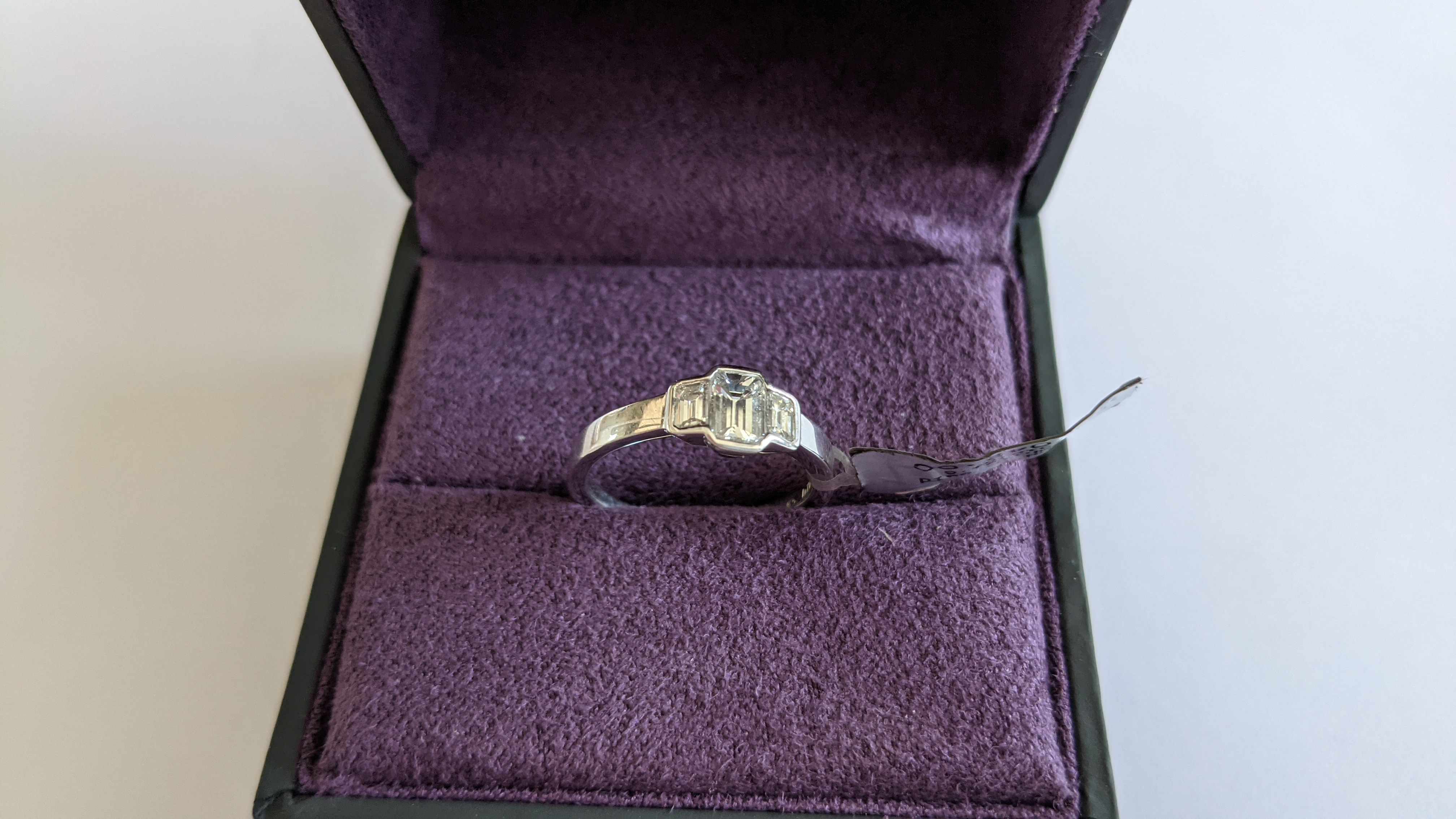 Diamond & 18ct white gold ring with centre stone flanked by 2 smaller stones all in baguette type cu - Image 2 of 21