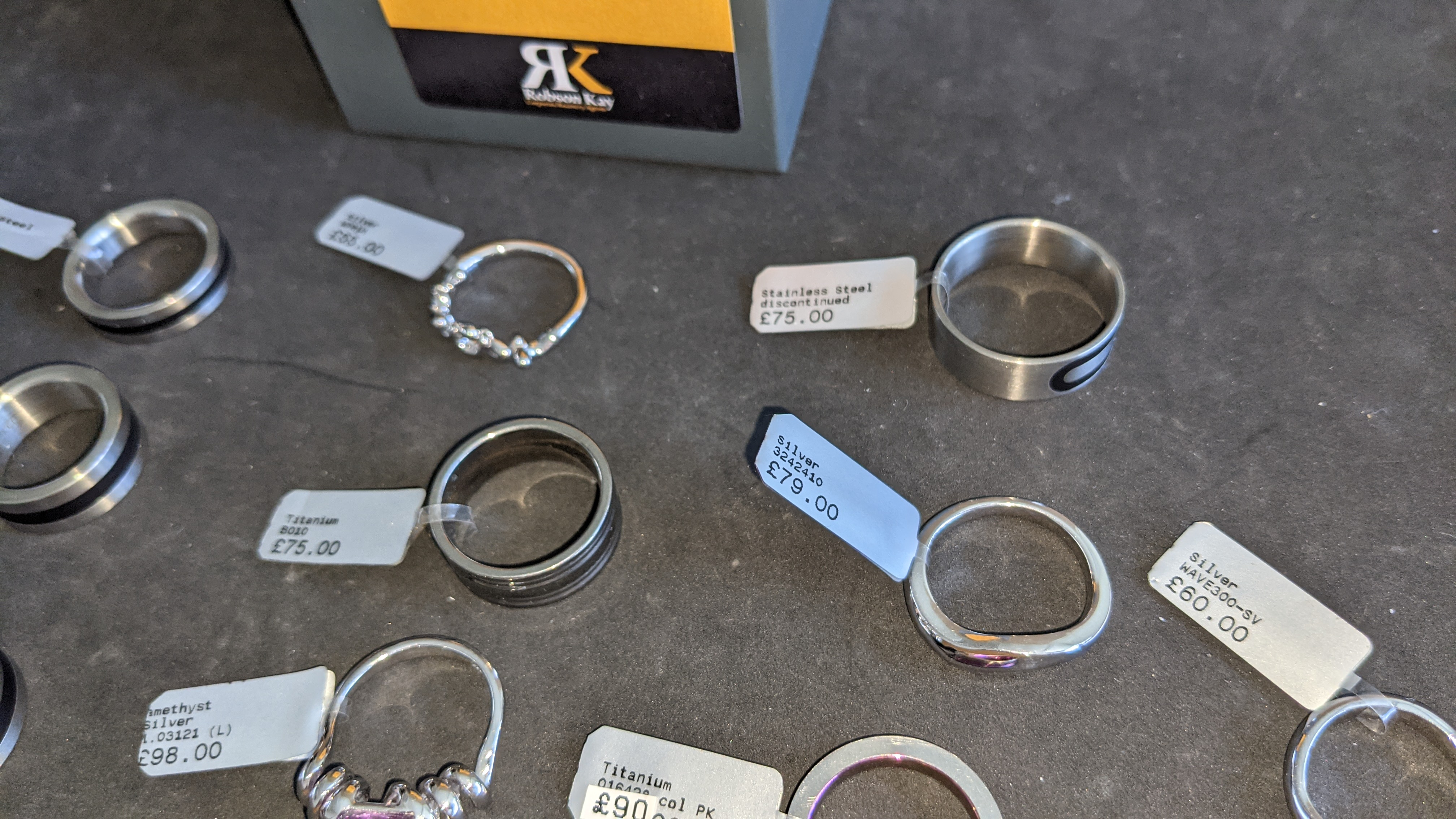 10 off assorted rings in a variety of styles, colours & finishes with RRPs from £55 - £98 per ring. - Image 7 of 13